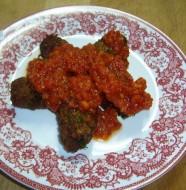 domates soslu kuru kofte